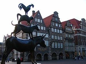 Bremen - Músicos de Bremen (Stadtmusikanten) e Altestadt.jpg