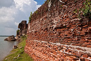 Brick work of Alampara fort ruins.jpg