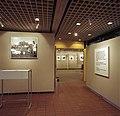"""Bundesarchiv B 145 Bild-F080527-0002, Bonn, Fotoausstellung """"Bilder der Nachkriegszeit"""".jpg"""