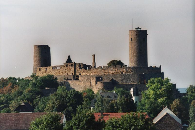 File:Burg-Muenzenberg-F-21-B-35-2003-09-15.jpg