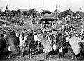 COLLECTIE TROPENMUSEUM Dodenfeest bij de Toraja's in Rantépao Celebes strijders houden een spiegelgevecht als schijnverzet tegen het wegvoeren van het lijk TMnr 10003178.jpg