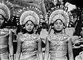 COLLECTIE TROPENMUSEUM Geposeerde Balinese danseressen TMnr 10004673.jpg