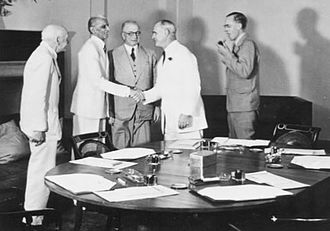 Members of the 1946 Cabinet Mission to India meeting Muhammad Ali Jinnah. Far left is Lord Pethick Lawrence; far right is Sir Stafford Cripps Cabinet mission to india1946.jpg