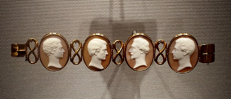 File:Cameo bracelet with portraits of the Hunt Brothers, by William Morris Hunt, c. 1840, gold, shell.jpg