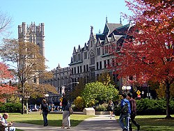 Campus de la Universidad de Chicago durante el otoño.