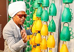 Carlinhos Brown com Caxirolas.jpg