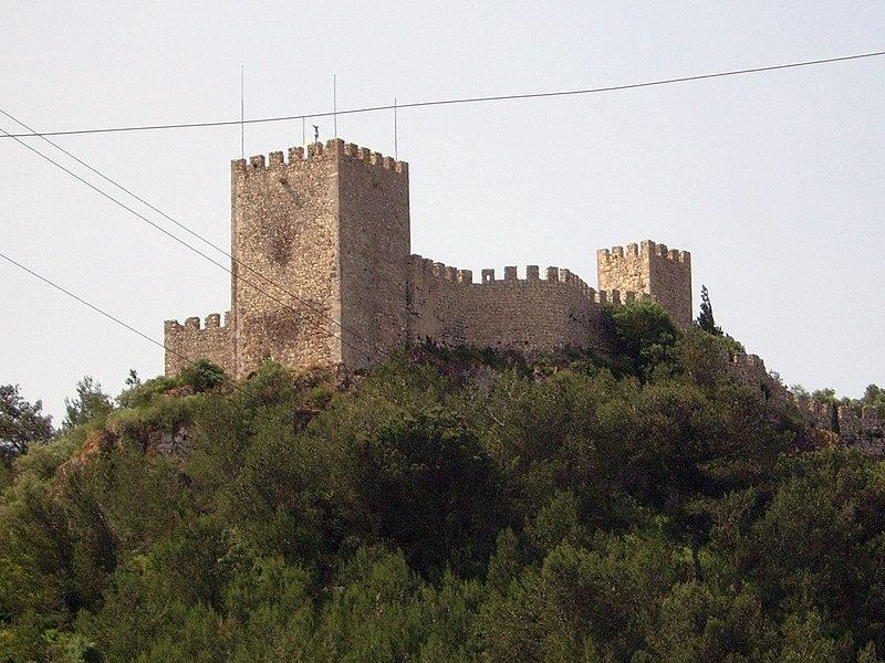 Imagem:Castelo de Sesimbra - vista exterior.JPG
