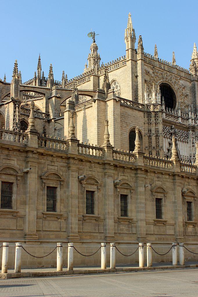 file catedral de sevilla exterior 02 jpg wikimedia commons