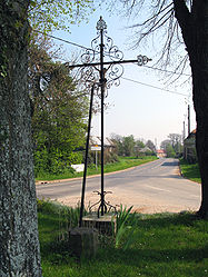 The road into Cavillon, from the north, and crucifix