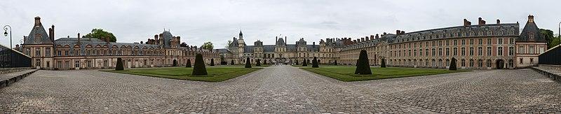 File:Château de Fontainebleau - pano façade.jpg