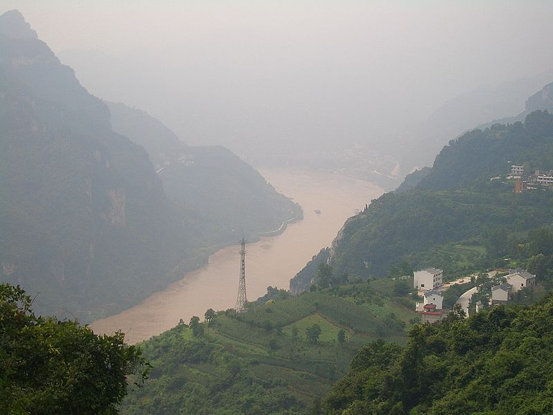 File:Changjiang-seen-from-Hubei-S334-4857.jpg