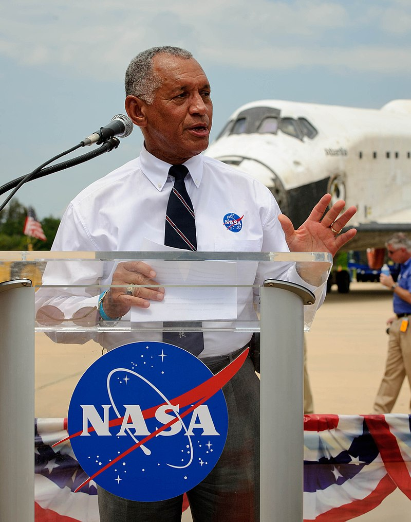 Charles Bolden speaks at STS-135 wheels stop event.jpg