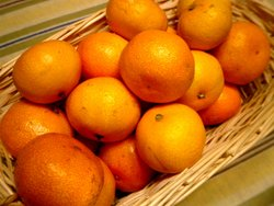 A basket of mikan