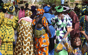 Culture of Mali - A crowd of women in Mali.