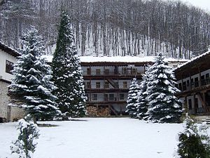Troyan Monastery - Image: Courtyard of Troyan Monastery