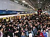 Crowds in Platform 1, Sun Yat-sen Memorial Hall Station 20051231.jpg