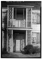 DETAIL VIEW OF ENTRANCE PORCH AND SECOND FLOOR PORCH - New Mills House, Smithtown, Suffolk County, NY HABS NY,52-SMITO,6-2.tif