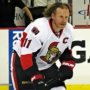 Daniel Alfredsson - Alfredsson warming up with the Senators