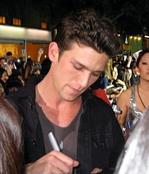 Daren Kagasoff at the Twilight premiere.jpg