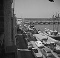 De Handelskade in Willemstad op Curaçao met auto's en schepen, Bestanddeelnr 252-7249.jpg