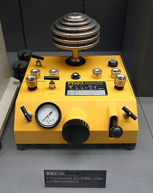 Deadweight tester - Image: Dead weight tester, Type PD23, Nagano Keiki Co., Ltd. National Museum of Nature and Science, Tokyo DSC07787