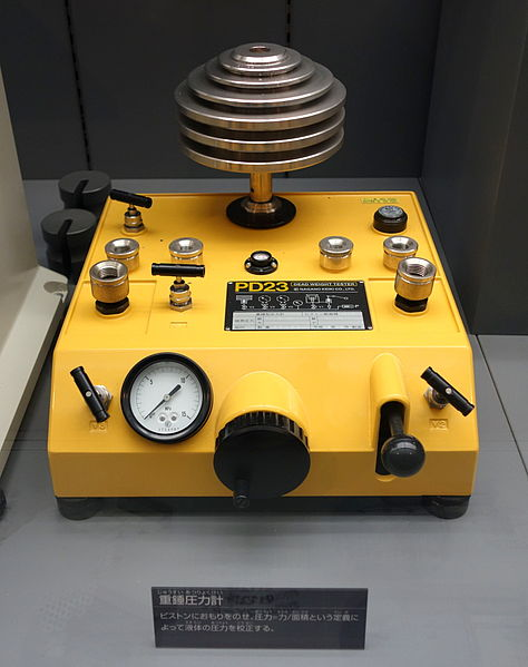 File:Dead weight tester, Type PD23, Nagano Keiki Co., Ltd. - National Museum of Nature and Science, Tokyo - DSC07787.JPG