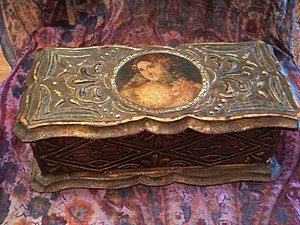 Florentine crafts - Florentine craft box with decoupage and painted gold gilding.