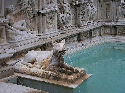 Detall de la Font Gaia de Siena