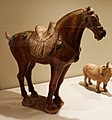 Dinastia tang, cavallo sellato, 700 ca. 02.jpg