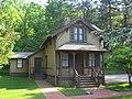 Eastman Cottage 130 Mott Av Roslyn jeh.jpg