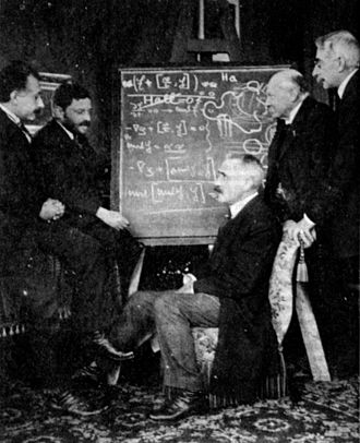 Paul Langevin - Albert Einstein, Paul Ehrenfest, Paul Langevin, Heike Kamerlingh Onnes, and Pierre Weiss at Ehrenfest's home in Leiden