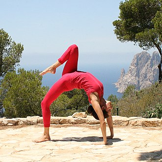 Chakrasana - Image: Eka Pada Chakrasana Yoga Asana Nina Mel