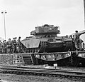 Escadrons tanks vertrekken van station Amersfoort voor gr oefening Big Ferro in , Bestanddeelnr 926-6720.jpg