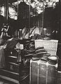 Eugène Atget, Boutique, Marché aux Halles, 1925.jpg