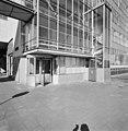 Exterieur tabaksfabriek, entree, met tourniquet (rechts- smal trappenhuis met spiltrap naar de luchtbrug) - Rotterdam - 20002265 - RCE.jpg