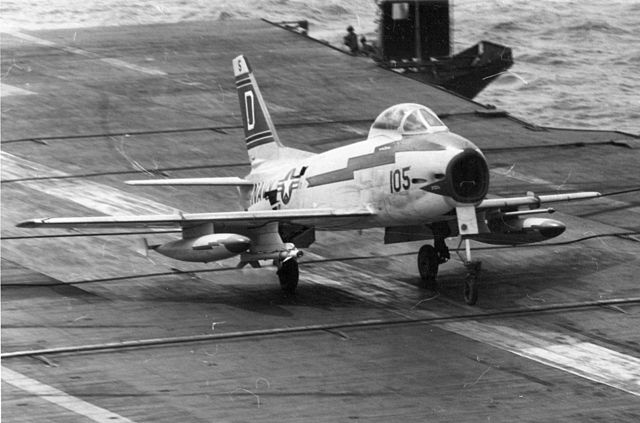 640px-FJ-3M_VF-121_landing_on_USS_Lexington_%28CVA-16%29_1957.jpg
