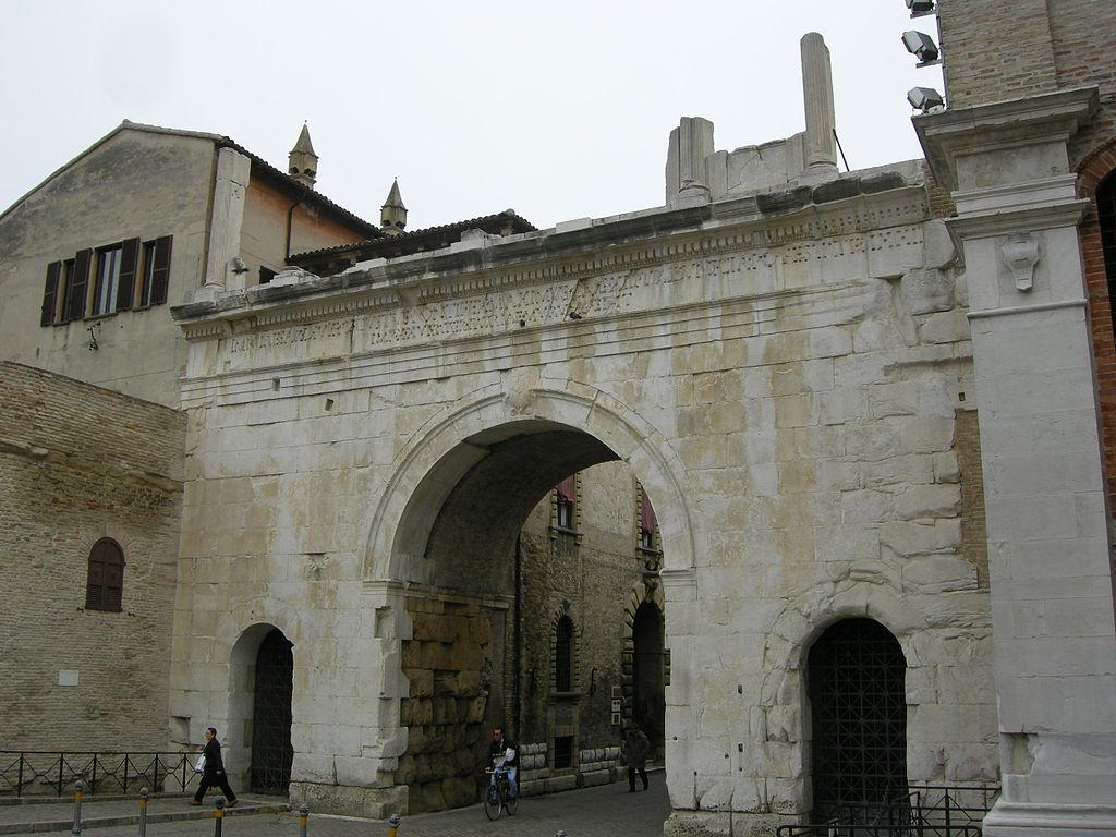 Arco de Augusto. Foro de sailko