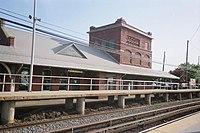 Farmingdale LIRR Station West Platform.JPG