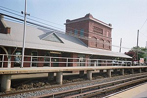 Farmingdale LIRR Station West Platform.JPG