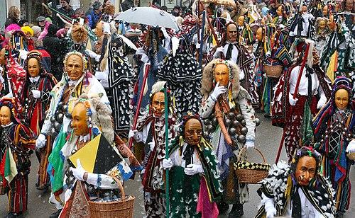 Schwäbisch-Allemannische Fastnacht mit historischen Kostümen und Holzmasken in Rottweil, Baden-Württemberg
