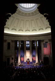 US President George W. Bush delivers remarks on the economy in Federal Hall, Jan. 31, 2007.