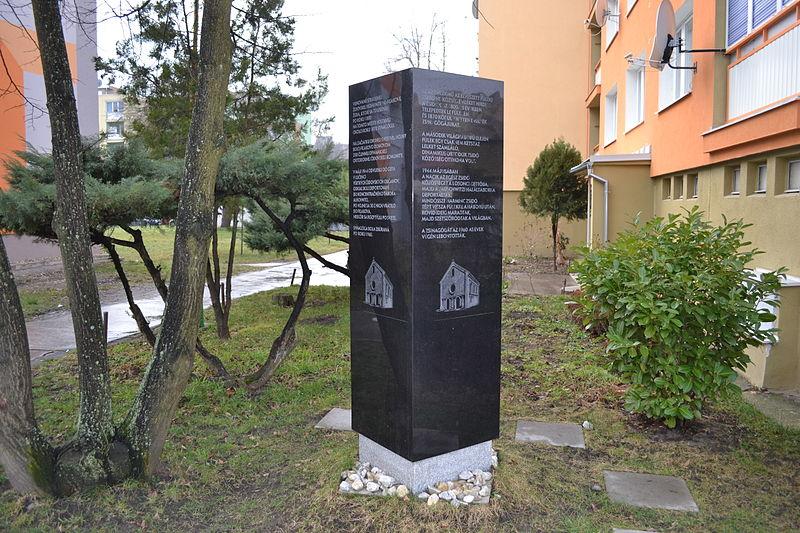 File:Fiľakovo - Pamätník holokaustu.jpg