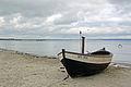 Fischerboot am Strand von Binz (Rügen) (11798040556).jpg