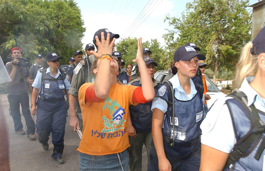 Flickr - Israel Defense Forces - The Evacuation of Ganei Tal (13).jpg