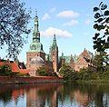Renæssanceslottet Frederiksborg Slot fra 1620 tegnet af Hans van Steenwinckel den yngre.