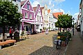 Friedrichstadt straatbeeld met Hollandse huizen Holländerhäuser Sleeswijk-Holstein Duitsland.jpg