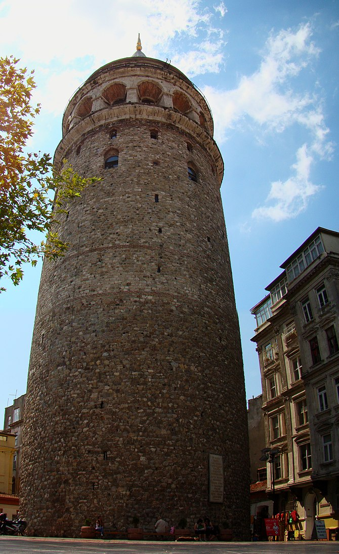 English: The entire north side of Galata Tower...
