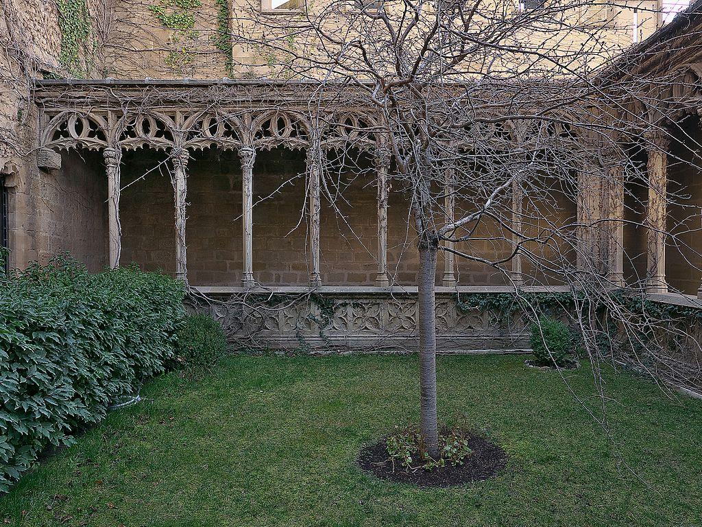 El castillo de olite un lujoso palacio medieval for Letras gijon jardines de la reina