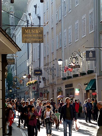 View of shoppers on Getreidegasse, which is one of the oldest streets in Salzburg Getreidegasse am Nachmittag, Salzburg.jpg