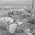 Gezicht op de voet van een heuvel met daarvoor een vlakte met poreus gesteente …, Bestanddeelnr 255-4638.jpg
